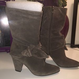 Gorgeous Enzo Angiolini Suede Boots Size 6